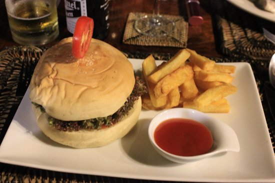 Cadlao Resort: Huge hamburger