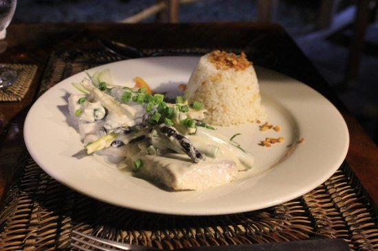Cadlao Resort: Delicious fish and garlic rice