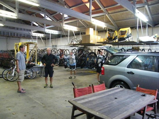 Themsen, New Zealand: Back at the bike barn in Thames