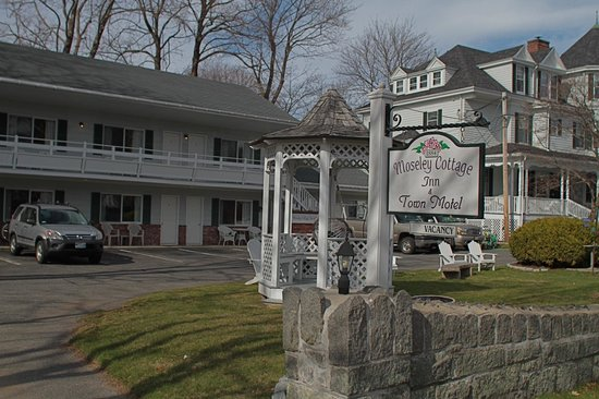 Moseley Cottage Inn and Town Motel: View from Atlantic Ave