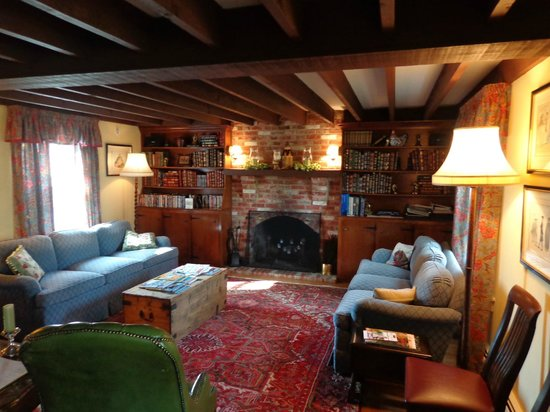 Inn at Old Virginia: Common room in main house.