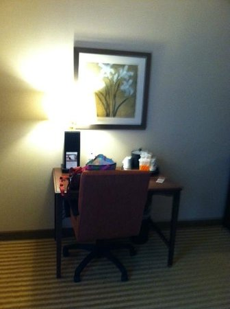 Hampton Inn & Suites Harrisburg North: Desk in room