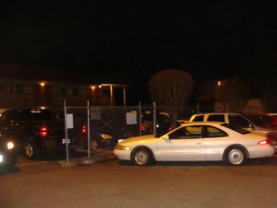 Americas Best Value Airport Inn: gated parking