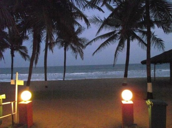 Ideal Beach Resort : Evening at the beachfront..Breezy.. 