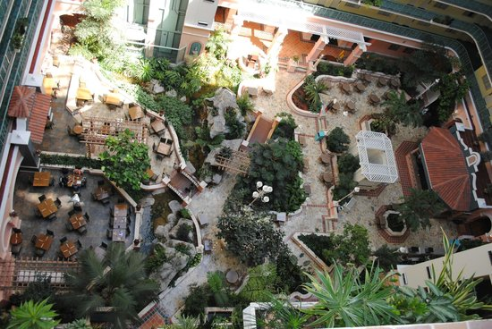 Embassy Suites by Hilton Fort Lauderdale 17th Street: Looking down at the atrium from our 11th floor room