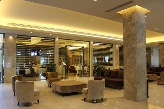 Grand Hotel Mediterraneo: Lobby in front of restaurant