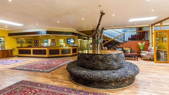 Hotel Numbi &amp; Garden Suites: The foyer and reception area