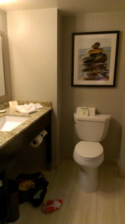 Crowne Plaza Redondo Beach &amp; Marina: bathroom