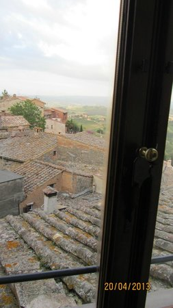 La Cisterna Hotel: vista dalla stanza nr 80