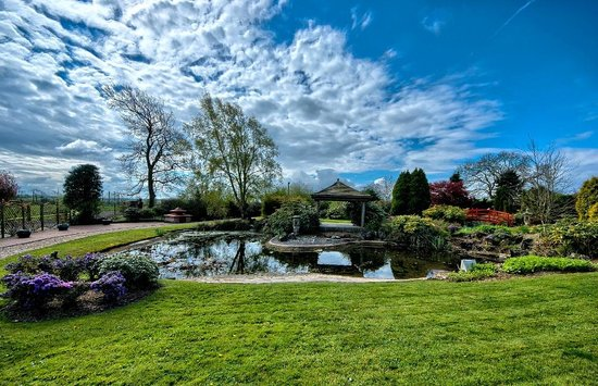 Gretna, UK: Beautiful landscaped gardens