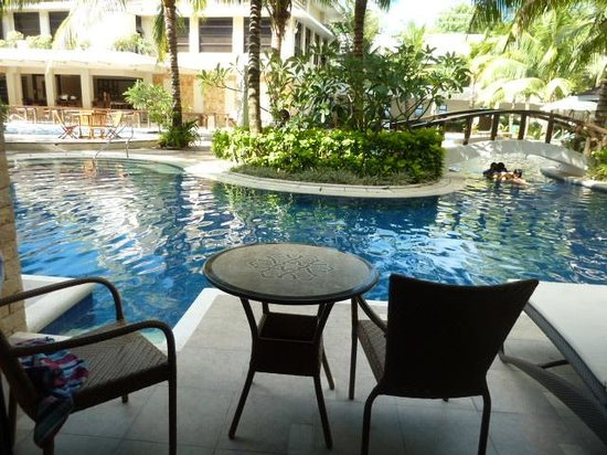 Regency Lagoon Resort: terrace to pool