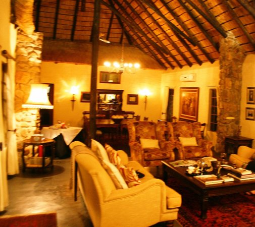 Shikwari Bush Lodge: TV Lounge