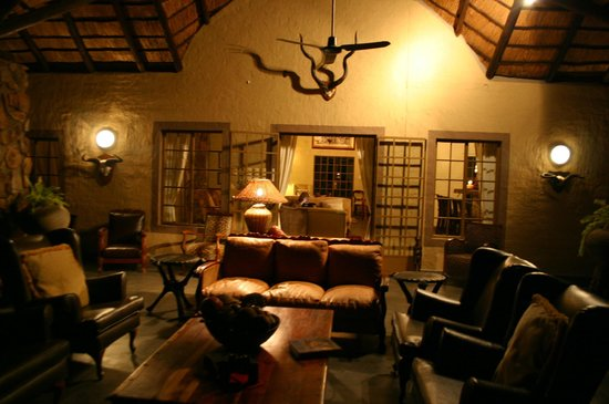 Shikwari Bush Lodge: Mountain veiw Patio Lounge