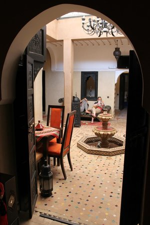 Riad Nesma: central courtyard