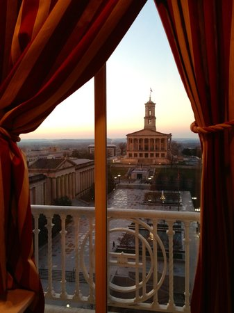 Hermitage Hotel: View of the Capitol from the guest bathroom