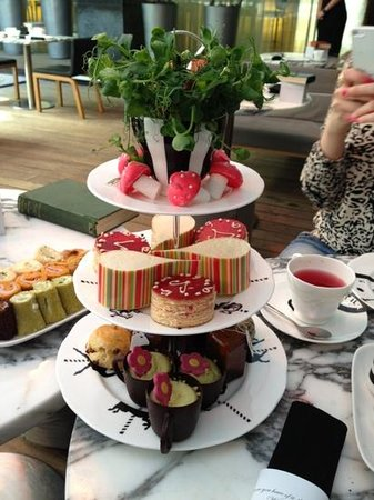 Sanderson Hotel London : tower of treats