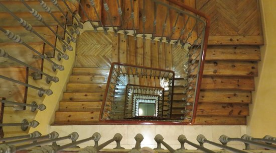 Hotel Preciados: Beautiful staircase