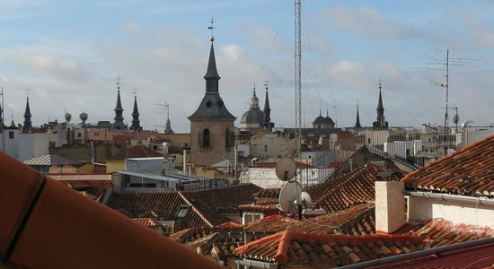 Hotel Preciados: Old Madrid Skyline View!