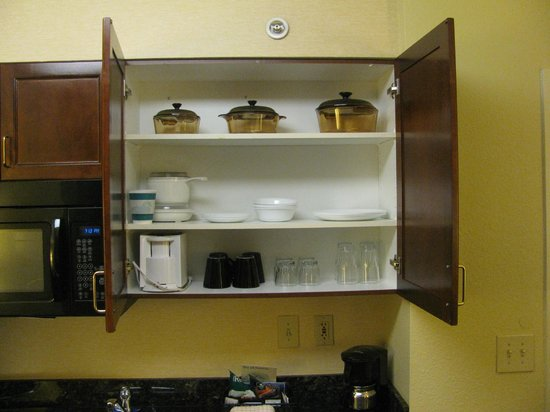 Homewood Suites Washington, DC: Kitchenette dishes