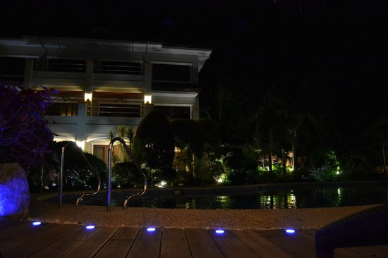 Golden Palm Resort: evening at pool area