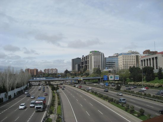 Novotel Madrid Puente de la Paz: The M30 close to the hotel
