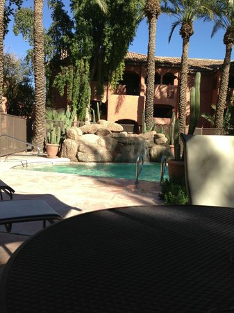 Zona Hotel & Suites Scottsdale : Lounging at the pool facing our building