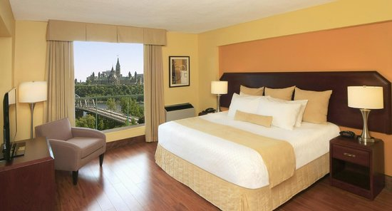 BEST WESTERN PLUS Gatineau-Ottawa: Executive Suite riverview with balcony
