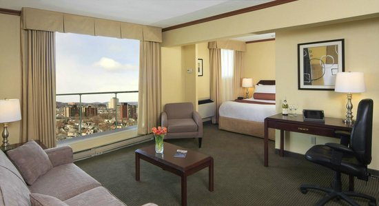 BEST WESTERN PLUS Gatineau-Ottawa: Junior Suite cityview with balcony