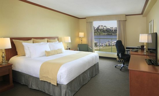 BEST WESTERN PLUS Gatineau-Ottawa: 1 King bed riverview with Balcony