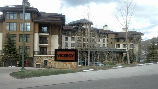 Viceroy Snowmass: Entrance to the Viceroy