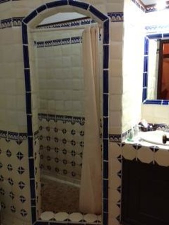 Hotel Colonial: our bathroom