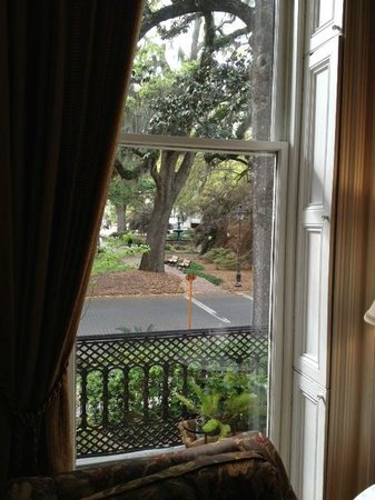 Hamilton-Turner Inn: View of Lafyette Square from siting room