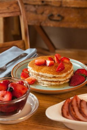 Casa Escondida Bed &amp; Breakfast: Our strawberry pancakes are light, fluffy and delicious!