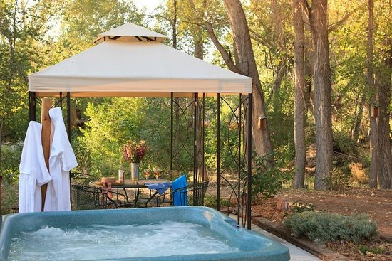Casa Escondida Bed &amp; Breakfast: Enjoy our year-round, outdoor hot tub. Perfect, after a day of sightseeing.