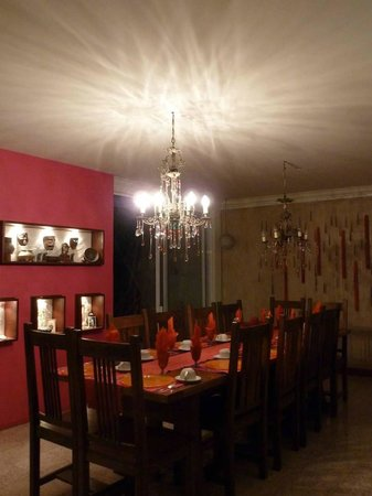 Casa del Las Bugambilias B&amp;B: Dining table set for next morning