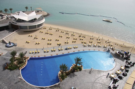 Hilton Doha : Swimming Pool & Beach