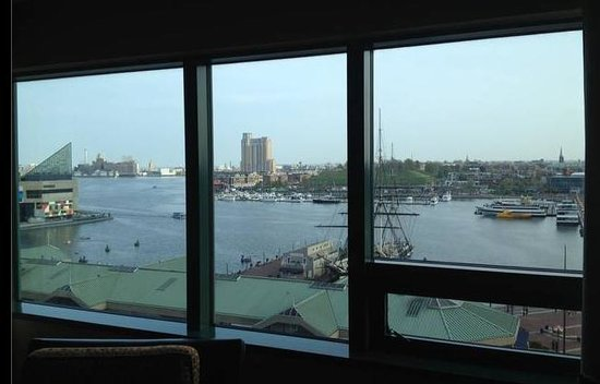 Renaissance Baltimore Harborplace Hotel: View from hotel room of harbor