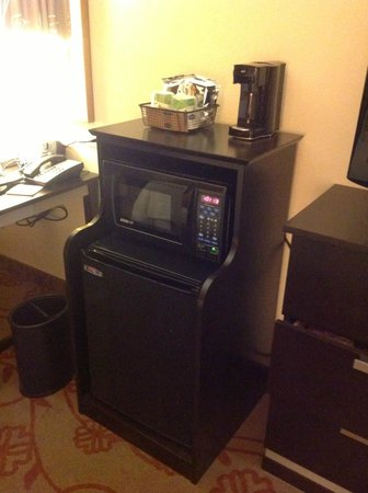 Hampton Inn &amp; Suites Chattanooga / Downtown: Microwave/Fridge/Coffee Station