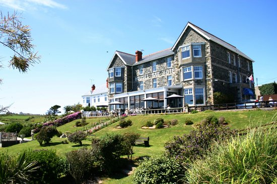 Housel Bay Hotel & Restaurant: Front of Housel Bay