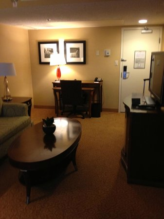 Los Angeles Airport Marriott: Desk Suite 4073