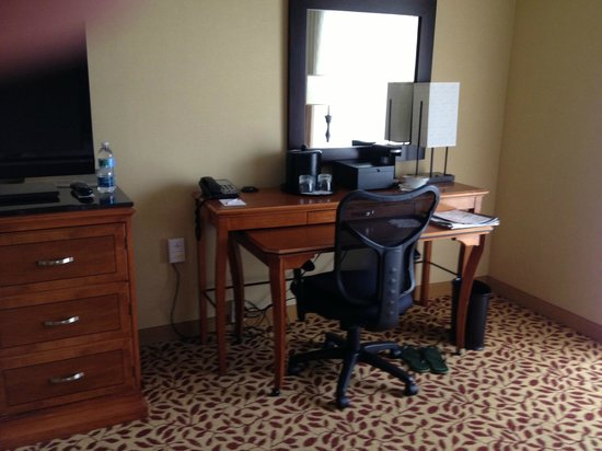 Marriott Anaheim: Desk Room 339