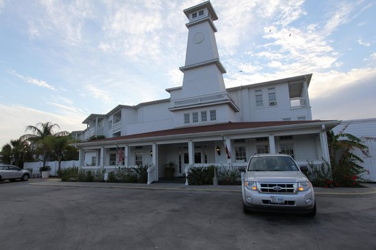 Lighthouse Inn at Aransas Bay: front of rhe hotel