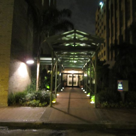 Hampton Inn & Suites Convention Center