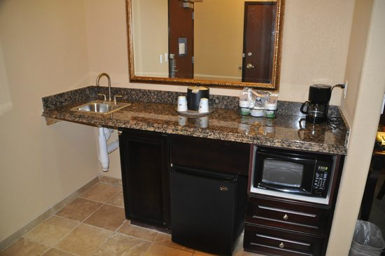 Hampton Inn and Suites Boerne: Frig &amp; Microwave