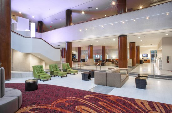 Marriott Tulsa Hotel Southern Hills: Lobby Seating With Free Wi-Fi Throughout