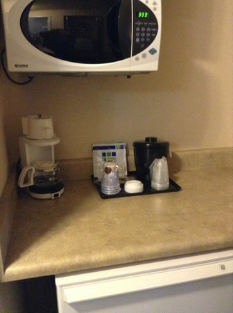 Holiday Inn Express & Suites: Good microwave and mini fridge