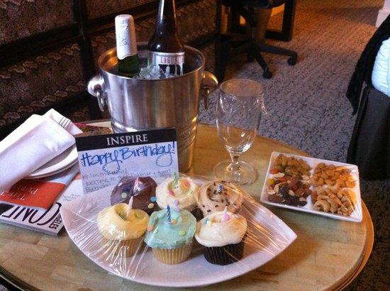 Hotel Palomar Los Angeles - Westwood - a Kimpton Hotel : Thoughtful Birthday Presentation
