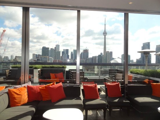 Thompson Toronto - A Thompson Hotel: The lounge on the top floor