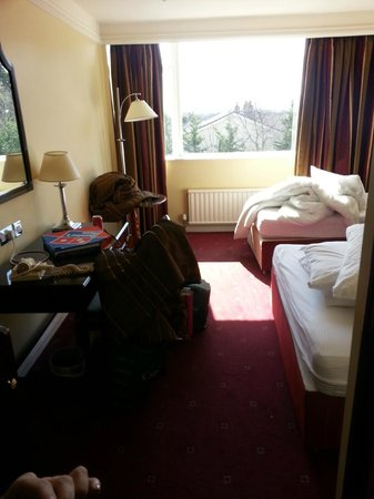 The Regency Hotel Dublin: Uncleaned room when we arrived