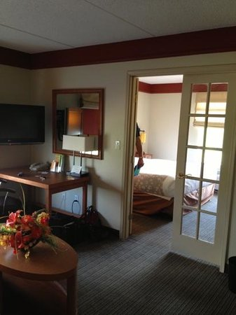 La Quinta Inn &amp; Suites Alexandria Airport: Rm 331 suite